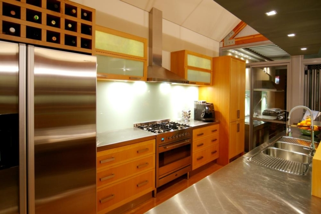 Fitted kitchen in narrow lot home
